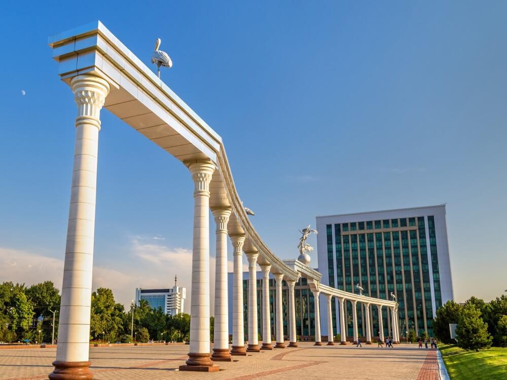 1-Uzbekistan-Tashkent-Ezgulik-Arch-on-Independence-Square-ST