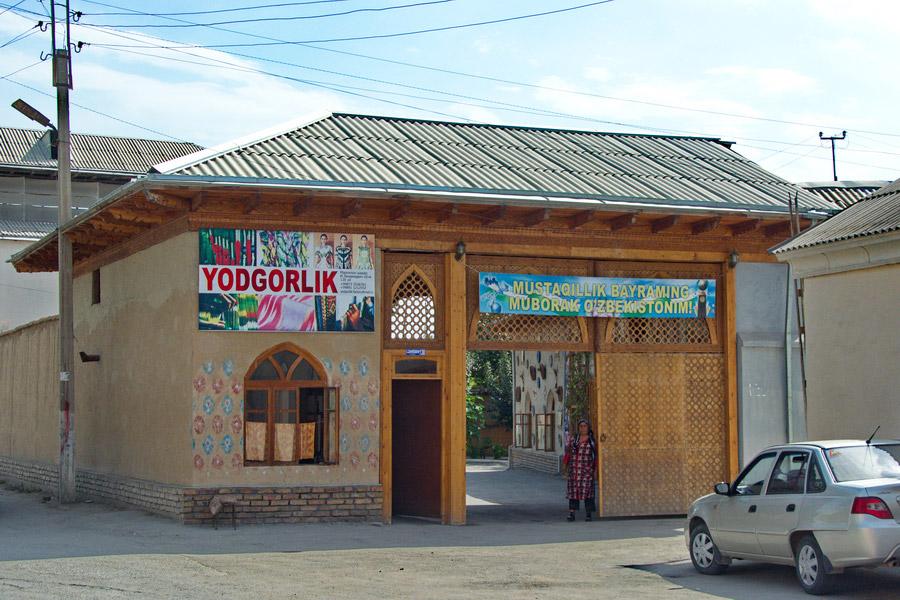 yodgorlik-silk-factory