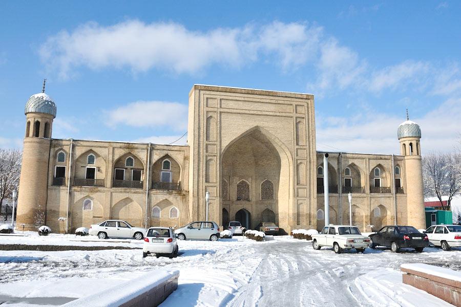 abulkasym-madrasah-winter