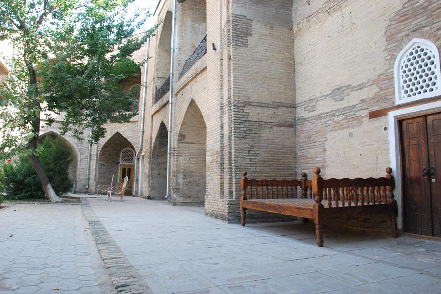 abulkasym-madrasah-yard
