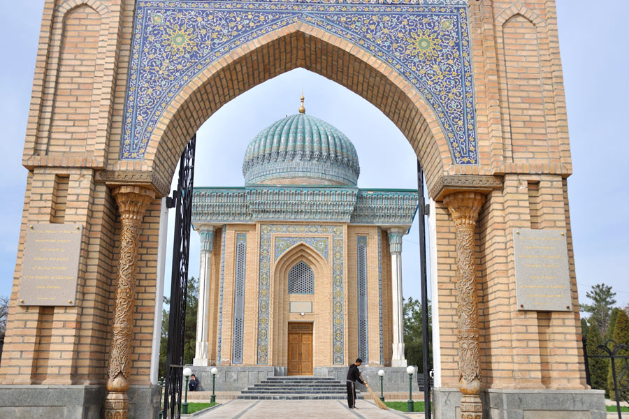 moturidi-mausoleum1
