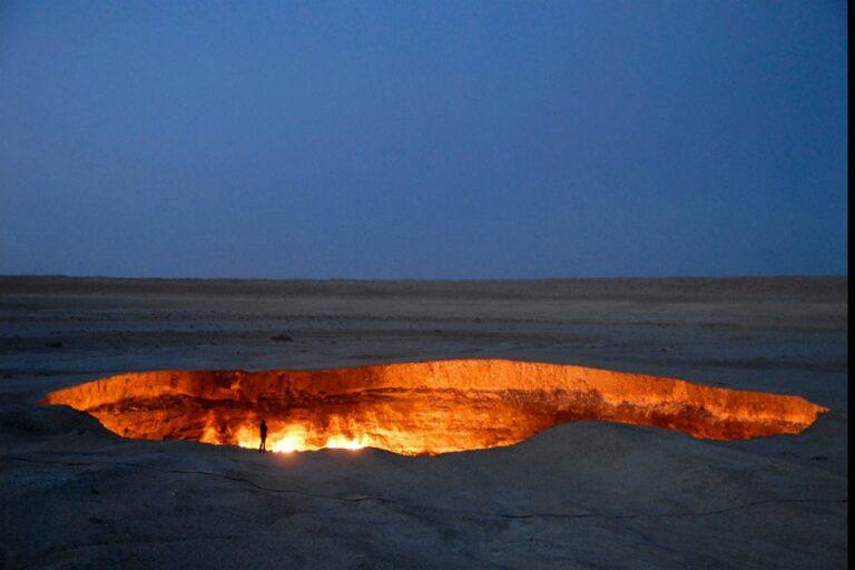 Darvaza Gas Crater - Door to Hell (2)