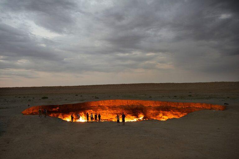 Darvaza Gas Crater - Door to Hell (3)