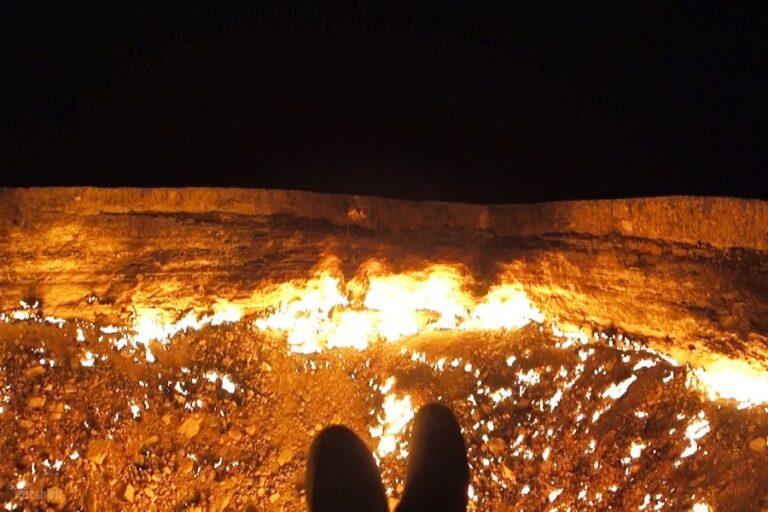 Darvaza Gas Crater - Door to Hell (4)