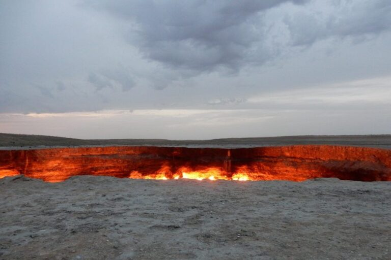 Darvaza Gas Crater - Door to Hell (5)