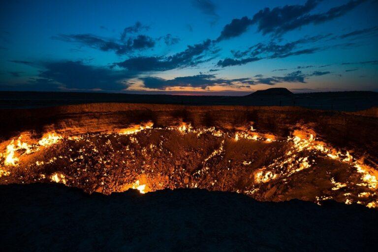 Darvaza Gas Crater - Door to Hell (6)