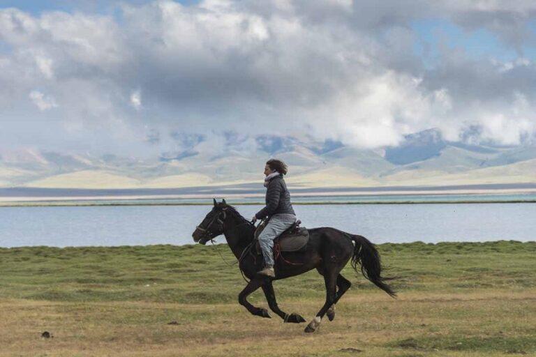 Horse Riding Tour on the Lake